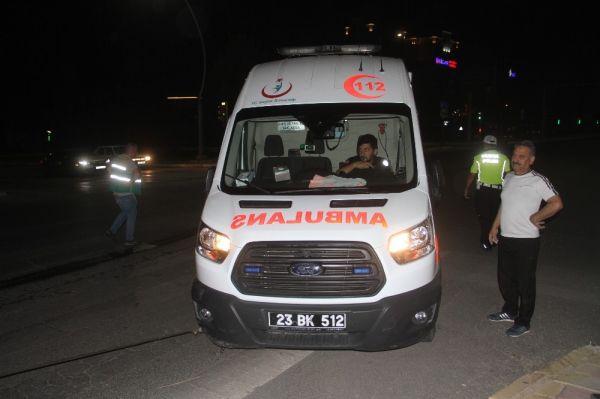 Elazğ'da otomobil ambulansa çarptı