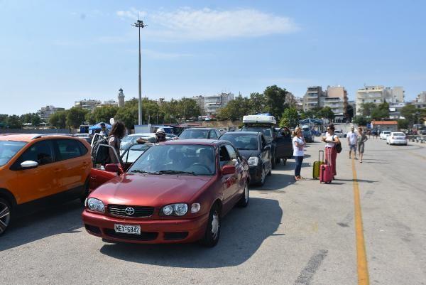 Yunan adasında mahsur kalanlar tahliye ediliyor