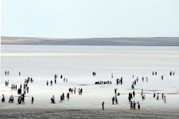 Bayram dönüşü Tuz Gölü'ne yoğun ilgi