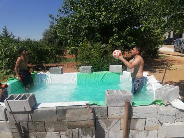 Mardin'de babadan çocukları için seyyar havuz