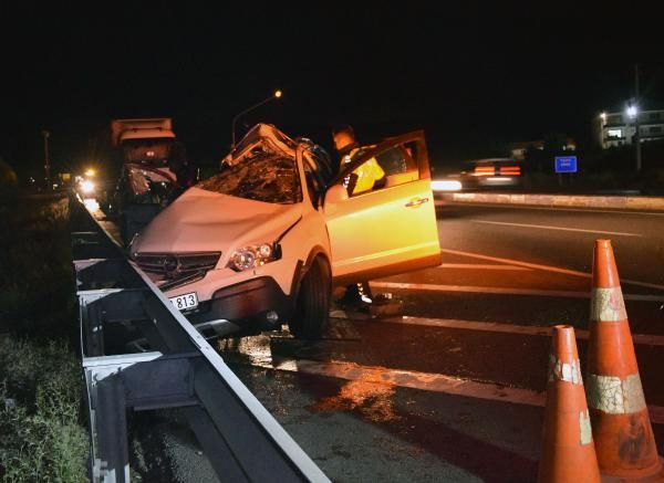 Konya'da tırla otomobil çarpıştı: 2 ölü, 1 yaralı