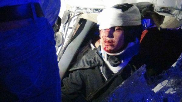 Diyarbakır'da minibüs ile kamyon çarpıştı: 8 yaralı