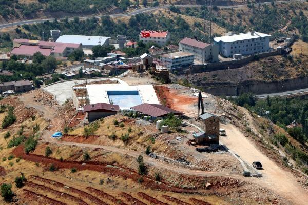 Çukurca'daki üs bölgesine havuz yapılıyor