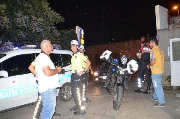 Kadıköy'de polisler yine değnekçi avında