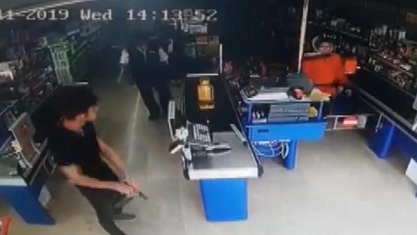 Kartal'da silahlı bir kişi market soydu