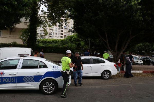 Antalya'da şüpheli çanta panik yarattı