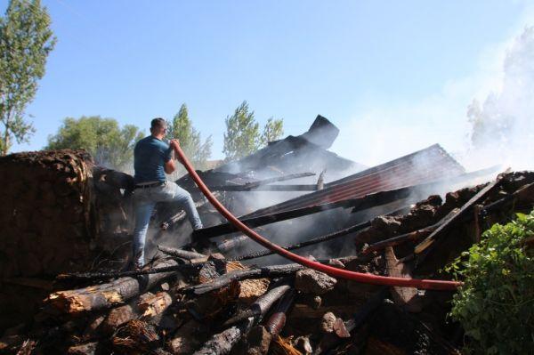 Muş'ta yangın maddi hasar yarattı