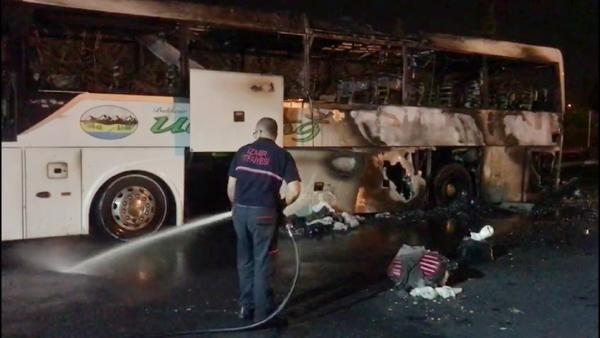 İzmir'de, yolcu otobüsü yandı