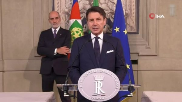 İtalya'nın yeni hükümeti, göçmenleri kabul etti