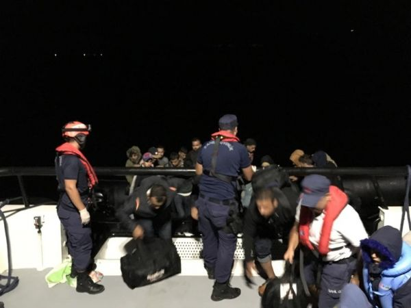 İzmir'de 252 kaçak göçmen yakayı ele verdi
