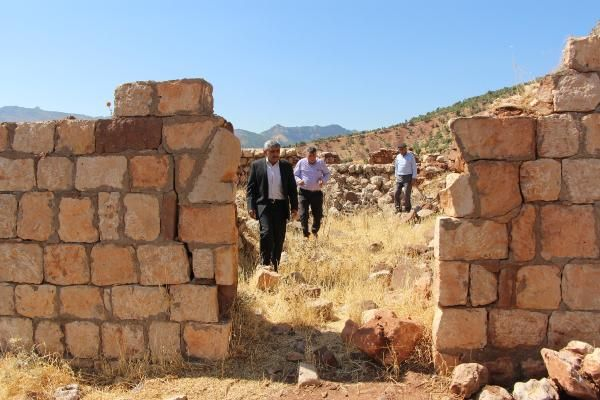 12 yakınının katledildiği eve 32 yıldır Türk bayrağı asıyor