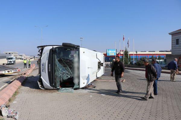 Kayseri'de şoför kalp krizi geçirdi, minibüs yan yattı