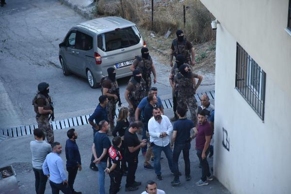 İzmir'de bir mahallede silah sesleri: 5 gözaltı