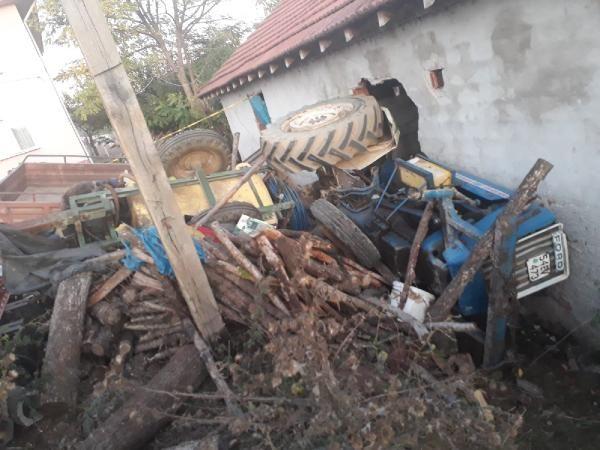 Sakarya'da traktör duvara çarptı: 1 ölü