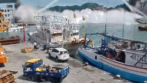 Tayvan'da 21 yıllık turistik köprü çöktü