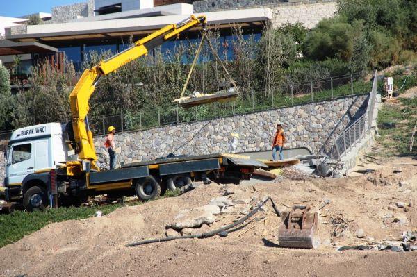 Bodrum'da kaçak yapıların yıkımı devam ediyor