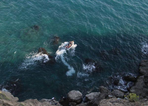 Antalya'da falezlerde mahsur kalan balıkçı kurtarıldı