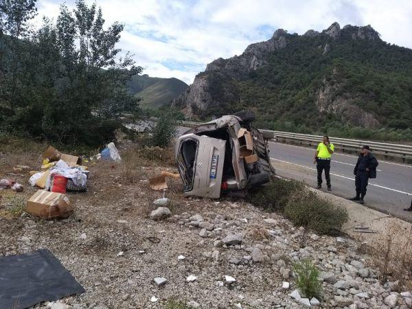 Bilecik'te kontrolden çıkan araç devrildi: 2 yaralı