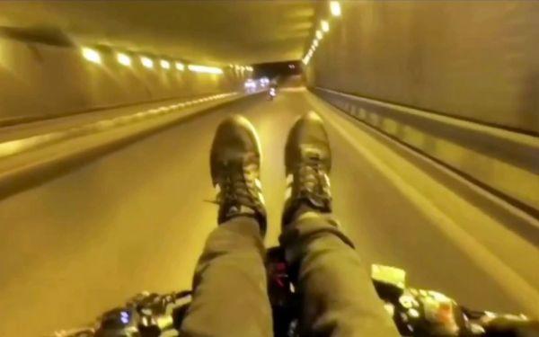 İstanbul'da motosiklet üzerinde maganda çift