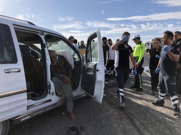 Konya'da iki kamyonet çarpıştı: 8 yaralı