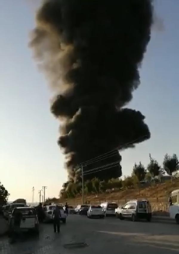 Elazığ'da plastik fabrikasının deposunda yangın