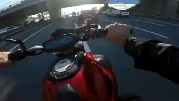 E-5'te motosikletli magandalardan makas gösterisi