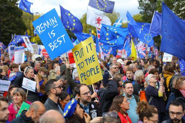 Brexit karşıtları yine sokaklarda