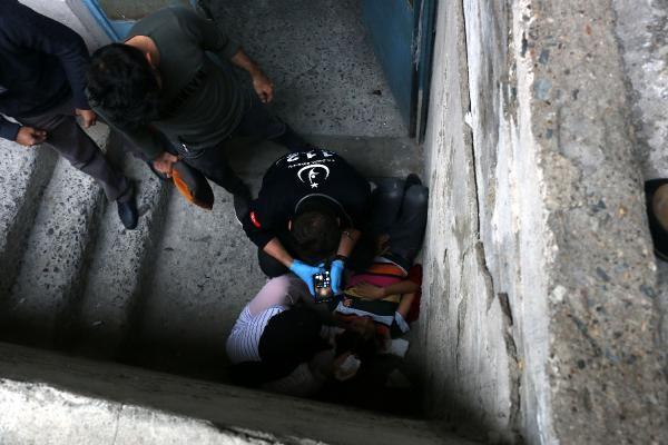 Arkadaşının ittiği çocuk, yüksekten düşerek yaralandı