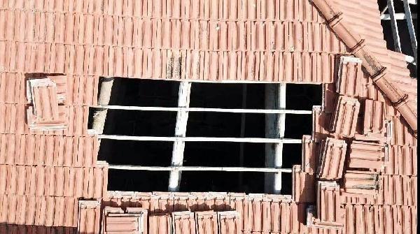 Kenevir yetiştirmek için deponun çatısına havalandırma boşluğu açmış -3