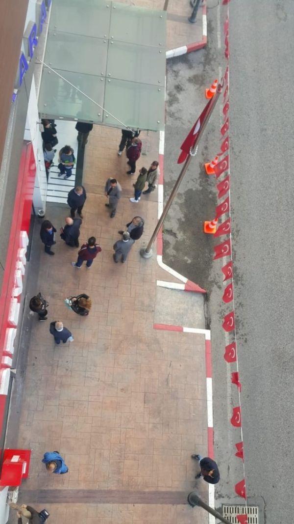 MHP'li Başkan, işe geç gelen işçi ve memurları belediye almayarak kapıları kapattı -6