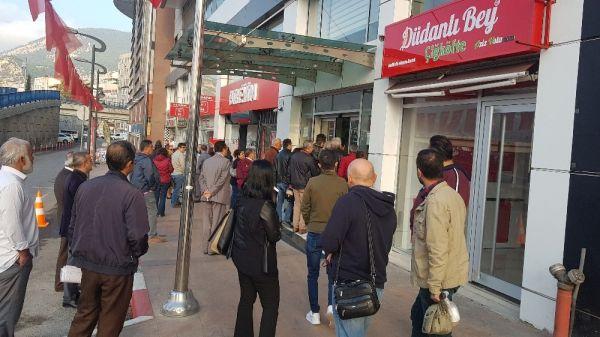 MHP'li Başkan, işe geç gelen işçi ve memurları belediye almayarak kapıları kapattı -1