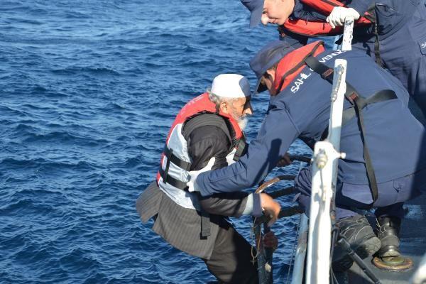 Lastik bot içinde 41'i çocuk, 71 kaçak göçmen yakalandı -2