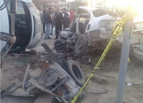Otomobille minibüs çarpıştı: 1 ölü, 1 yaralı -1