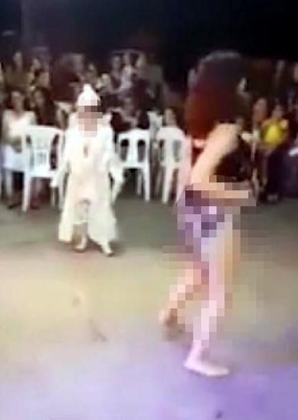 Anne ve baba, sünnet düğünündeki görüntüler için dansözleri suçladı -2