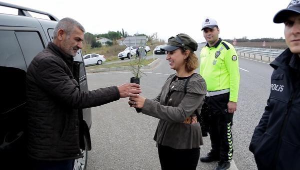 Trafik cezası yazılacağını sanan sürücü, 'fidan' dikti -2