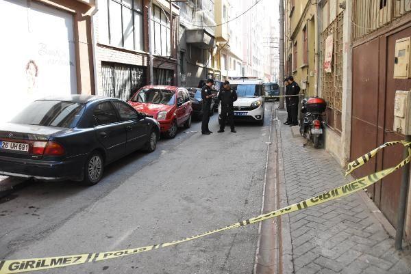 1 kişiyi vurdu, silahından çıkan kurşun polisin cebindeki telefonu sıyırdı -7