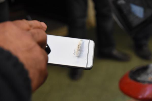 1 kişiyi vurdu, silahından çıkan kurşun polisin cebindeki telefonu sıyırdı -4
