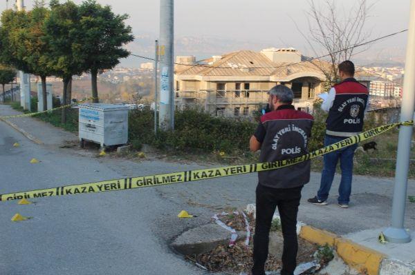 Otomobilinde silahlı saldırıya uğrayan şahıs, kendi imkanı ile hastaneye gitti -7
