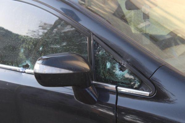 Otomobilinde silahlı saldırıya uğrayan şahıs, kendi imkanı ile hastaneye gitti -10