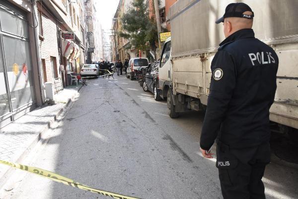 1 kişiyi vurdu, silahından çıkan kurşun polisin cebindeki telefonu sıyırdı -8