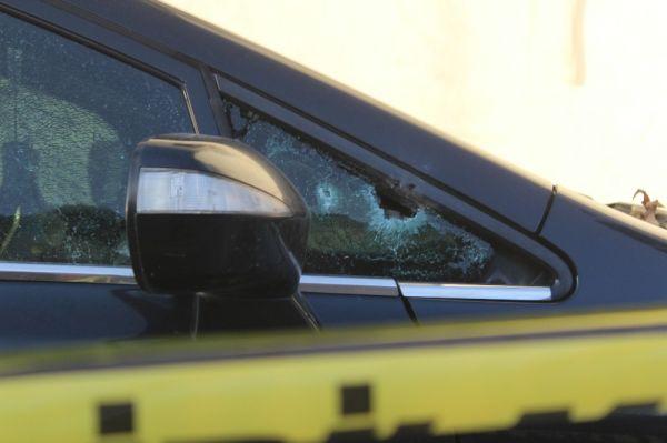 Otomobilinde silahlı saldırıya uğrayan şahıs, kendi imkanı ile hastaneye gitti -1