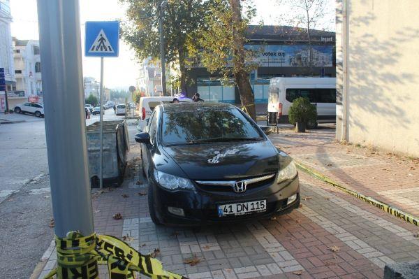 Otomobilinde silahlı saldırıya uğrayan şahıs, kendi imkanı ile hastaneye gitti -6