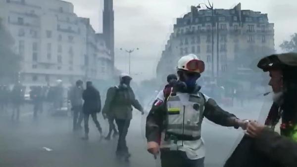 Sarı yelekliler eylemlerinin birinci yılında yine çatışma çıktı -8