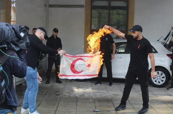 Rumlar, KKTC bayrağı yaktı -1