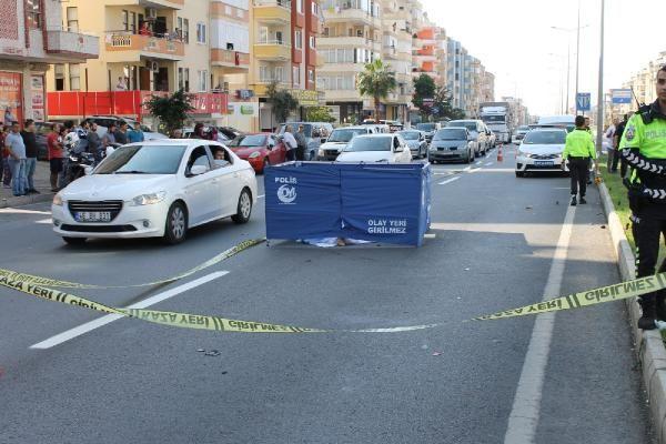 Motosikletin çarptığı, üzerinden otomobil geçen kadın öldü -1