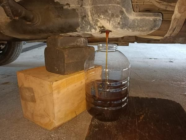 Otomobilin yakıt deposundan kaçak bal çıktı -1