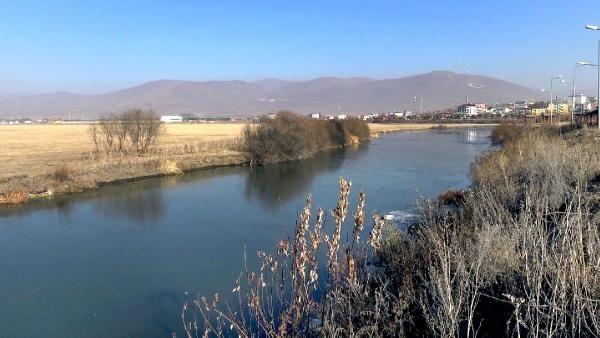 Kura Nehri'nin yüzeyi buz tuttu -4