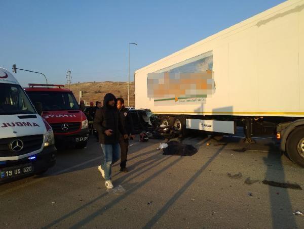 Otomobil, TIR'ın altına girdi: 3 ölü, 1 yaralı -2