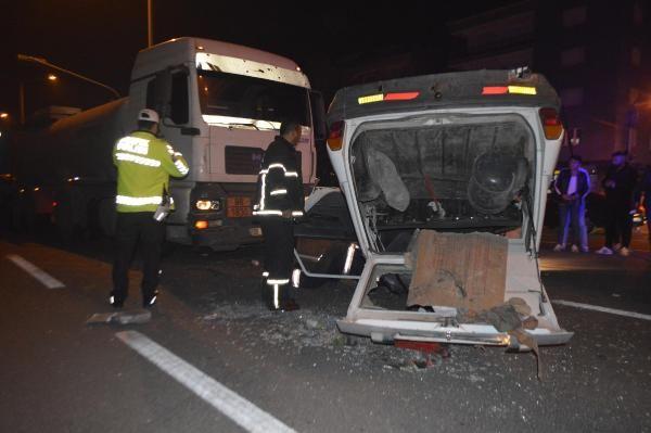 TIR'la çarpışan otomobildeki 6 kişi yaralandı -3