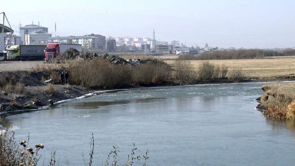 Kura Nehri'nin yüzeyi buz tuttu -3